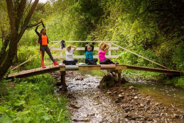 Занятия фитнесом на свежем воздухе. Студия фитнеса и гибкости LightNess. Заказать фотографа.
