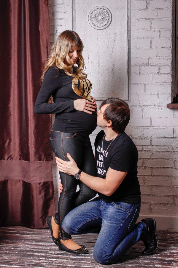 В ожидании чуда. Фотосъемка беременных. Студийная фотосъемка. Заказать фотографа.